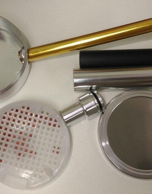 Hình chụp các bộ phận của vòi hoa sen tăng áp VSN8