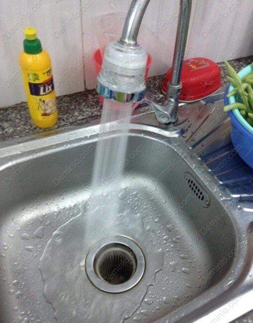 Ảnh thực tế vòi rửa chén bát tăng áp khi bật chế độ phun nước ít - vòng ngoài