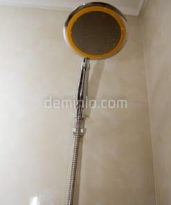 Ảnh chụp vòi sen cây tăng áp VSC15 trên gác vòi