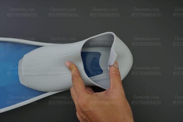 Chất liệu nhựa mềm dẻo phần chân vịt giúp bạn thoải mái sử dụng