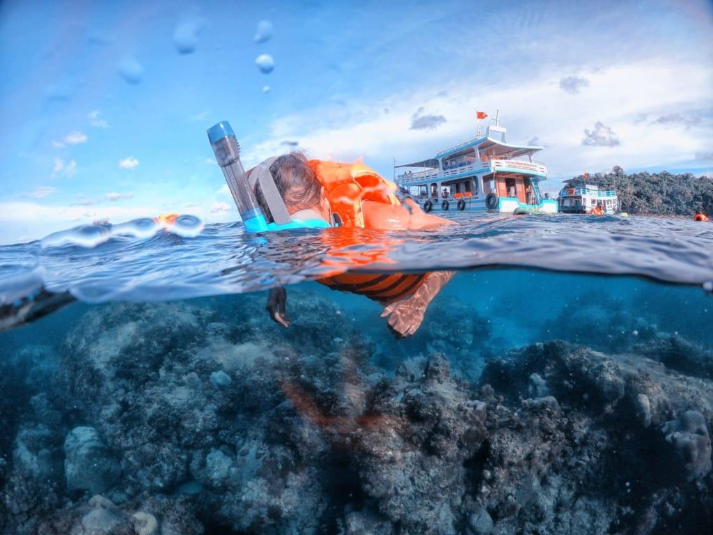 lặn biển bằng kính lặn full face tại đảo nam du chụp bằng gopro